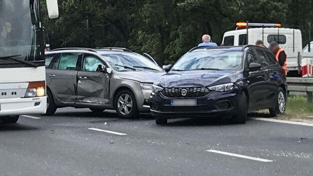 """Kolizja w Sękocinie Starym. """"Kierowcy obserwują zdarzenie"""""""