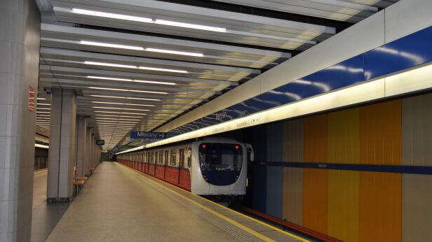 Zamontują ścieżki dla niewidomych na stacjach metra Metro Warszawskie