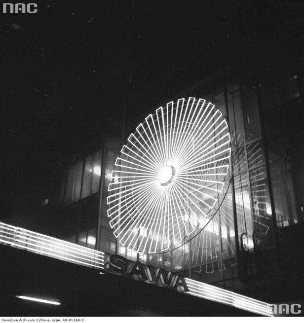 Neon przy Domu Towarowym Sawa w 1974 Narodowe Archiwum Cyfrowe