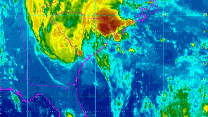 Bonnie na wschodnim wybrzeżu USA. <br />Może spaść do 120 l/mkw. deszczu