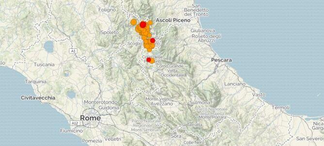 Pojawiają się wstrząsy wtórne, <br />ale o mniejszej magnitudzie