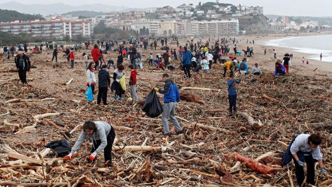 Już 15 ofiar sztormu Gloria. Szkody na kilkadziesiąt milionów euro