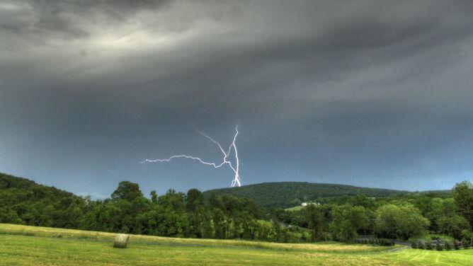 Prognoza pogody na dziś: wiele regionów deszczowych, może grzmieć i porywiście wiać